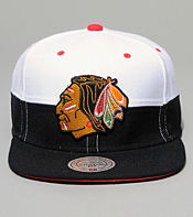 Mitchell & Ness Blackhawks Split Snapback Cap