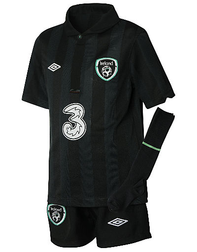 Umbro Republic of Ireland Away Kit 2013/14 Infants